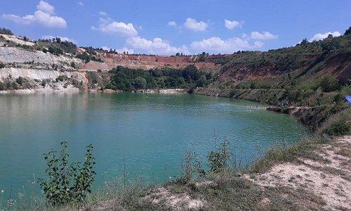 Jezero u blizini vikendice, na 5 minuta hoda