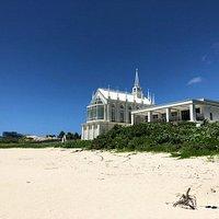 カナイビーチから教会風景