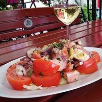Erstklassiger Salat mit Meeresfrüchte