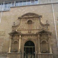 Portada del Parlamento de la Rioja.
