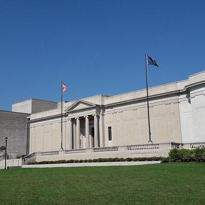 El museo visto desde afuera. Parece enorme!!