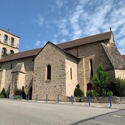 Une petite église classée, un clocher mur et un mobilier remarquable