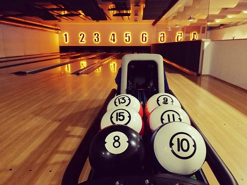 Bowlingová dráha a podavač