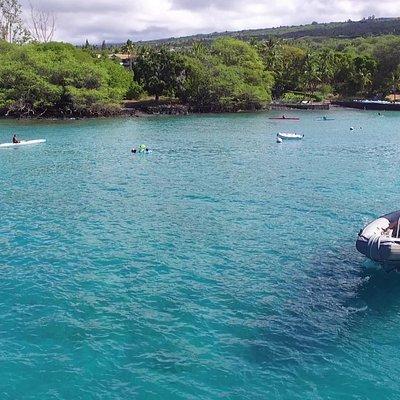 Deluxe Captain Cook Cruise Tour leaving Keauhou Bay.
