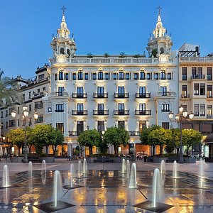 Vista del hotel desde la Plaza Tendillas en Córdoba