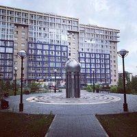 Вот так выглядит Памятный знак науке в Иркутском Академгородке. Со смыслом