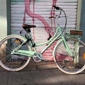 Rent this pretty Dutch bike!