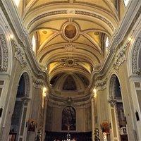 Interno della chiesa di Santa Croce a Macerata.