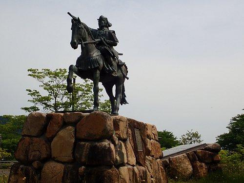歴史としては尼子氏がこの地域を支配した期間はそれ程長くないのに、いまでも近隣の方に崇敬されてるのがこの銅像を見れば分かりますね!!