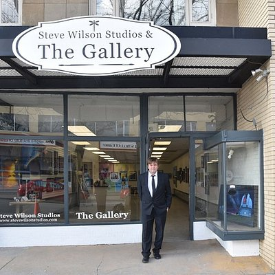 The Gallery hosts new works and exhibitions monthly by some of Canada's award winning leading artist known locally, nationally and internationally, prices in all ranges to suit your budget