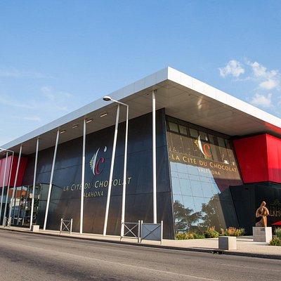 A l'étage de la Cité du chocolat Valrhona ( a côté du Cube rouge) se situe l'espace de restauration Le Comptoir Porcelana