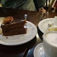 Cafe y helado buena opcion!!