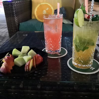 drinks with water and fruits