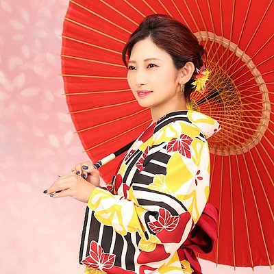 Japanese goods on sale♪  We sell many kinds of Japanese goods in our shop such as yukata, haori, tabi socks, bag, T-shirts printed with Japanese design and so on.  Please drop in on us when you visit Nara!