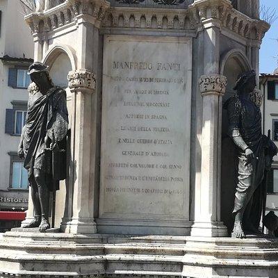 Памятник генералу Манфредо Фанти, статуи у подножия постамента символизирующие - Политику, Стратегию, Тактику и Фортификацию.