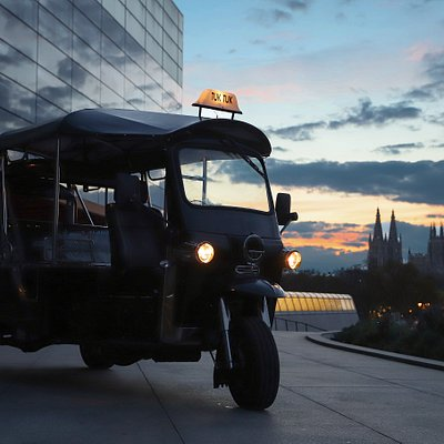 Burgos como nunca antes en nuestros geniales vehiculos Tuk Tuk