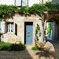 A droite, porte du Touron © Région Nouvelle-Aquitaine - Inventaire général - Michel Dubau