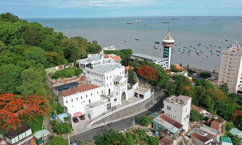 Mùa hè đầy nắng gió tại Marina Luxury Vung Tau! Hãy cùng chúng tôi tận hưởng những giây phút trải nghiệm tuyệt vời, đứng trên ban công khách sạn bạn có thể ngắm toàn cảnh Biển và Tp Vũng Tàu xinh đẹp!