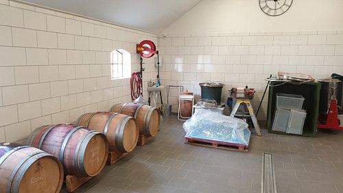Rött vin på gång. Svenska tunnor av Amerikansk ek ger vanilj sma