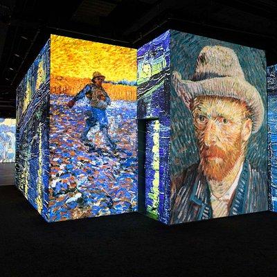 """""""Masters in Motion presenteert in Eindhoven een nieuwe kunstbeleving. De digitale kunstexpositie vestigt de aandacht op de werken van van Gogh en Rembrandt van Rijn. Door het gebruik van 360-graden projecties wordt er een totaal nieuwe ervaring gecreëerd waarbij kunst, techniek en innovatie samenkomen. Altijd al benieuwd geweest naar de details van de Nachtwacht? Hoe zorgvuldig ieder lijntje van de Aardappeleters geschilderd is? De expositie van de Nederlandse meesters maakt het mogelijk. Door d"""