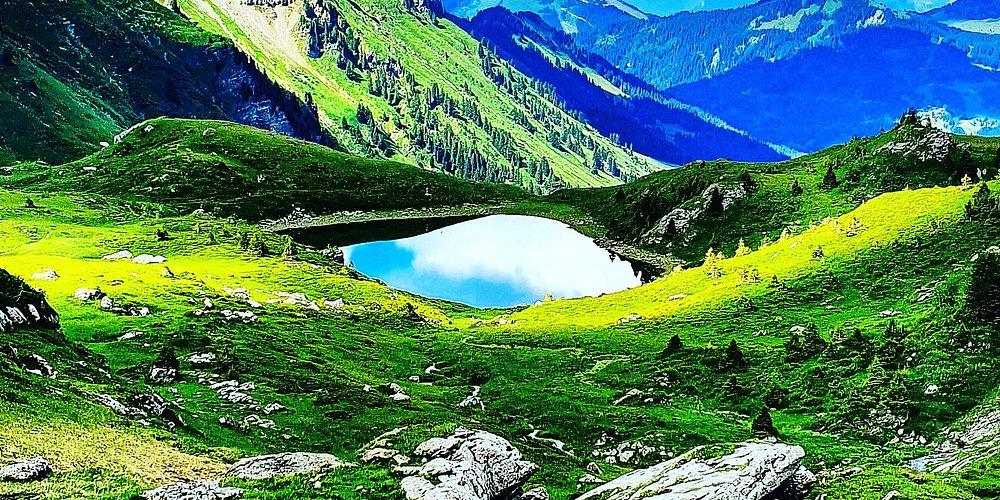 Amazing picture from the Chésery lake in the canton of Valais in the swiss mountains 🇨🇭! Magnifique vue sur le lac de Chésery dans le canton du Valais dans les Alpes suisses. Che bel laggo nel cantone di Valais nella Svizzera ! Enjoy the picture and relax !