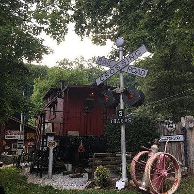 A train lovers  paradise! Definitely a conversation piece - cozy but comfortable!