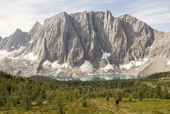 Wie wärs mit einer Wanderung entlang des Floe Lakes im Kootenay National Park?