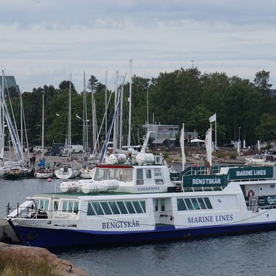 Marine Lines and their home harbor in Hanko