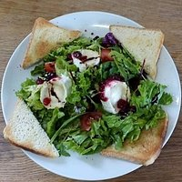 Salad with goat cheese