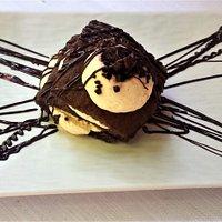 Lasagnetta con cioccolato e crema chantilly.