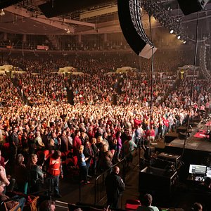 Mabee Center's 105,000 square-foot facility is designed to meet any capacity, accommodating events scaled from 1,274 to 11,300 seats. Whether the event calls for an intimate theater configuration, or an amplified round, the stage has been set to entertain a full house.