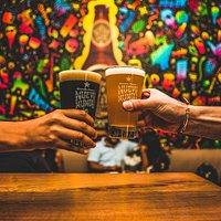 Un bar con identidad Peruana! Aquí puedes beber, saborear y disfrutar de cervezas artesanales.