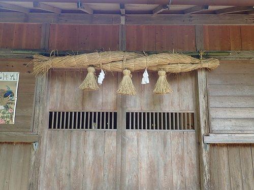 勝日高守神社の社殿です。大國主命の幸魂神を祀り、歴代国主・藩主も領内の氏神として崇敬されてます。