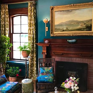 Designers Augusto Rosa and Kay Stevens-Rosa beautifully transformed the library at Bar Harbor Showhouse - La Rochelle.