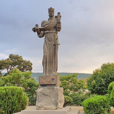 Монумент царю Фарнавазу I в Тбилиси