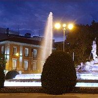 Palacio de Villahermosa and the Neptune Fountain