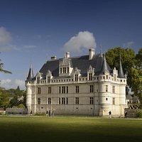 Le château d'Azay-le-Rideau, façade sud. Crédit : L. de Serres - CMN