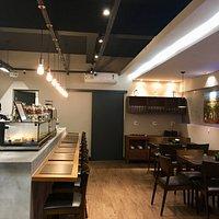 Cafeteria e Empório Grãos do Monte - Monte Sião. Simplesmente deliciosa!!! Empanadas de doce de leite, vinhos, comidinhas...top!