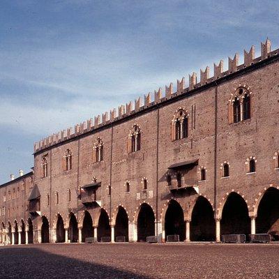 Palazzo del Capitano visto da piazza Sordello