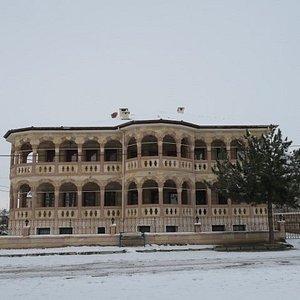 モスク前の廃屋