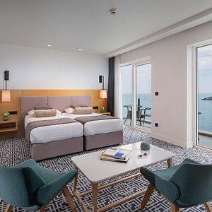 Premium Skyline Sea View Suite