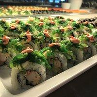 California rolls toppad med wakame