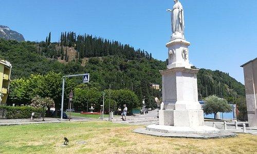 La statua della Vergine Immacolata è frutto di un voto collettivo della popolazione toscolanese durante l'epidemia di colera nel 1858