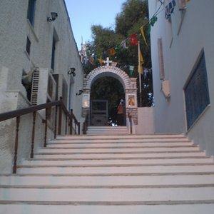 vista de las escaleras que debes subir para llegar a la Church of Pantanassa (Panagia Pantanassa)