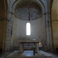 hoofdaltaar, gevonden in la Chapelle du Val des Nymphes