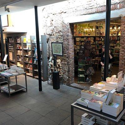 H De. Vries Bookstore in Haarlem (6)