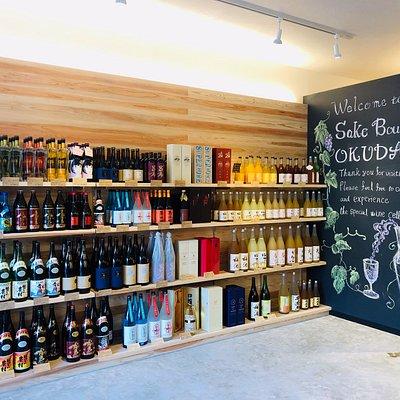 焼酎と果実リキュール(梅酒など)のコーナー The selection of shochu and liqueurs