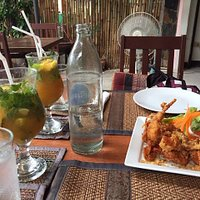soft shell crab with garlic (appetizer), mango mojitos.