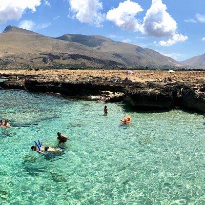 Estremo orientale della riserva naturale del Monte Cofano nei  tra San Vito Lo Capo ed Castelluzzo (TP). Le calette sono raggiungibili grazie ad una navetta.