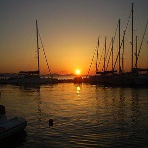 puesta de sol en Naxos Marina